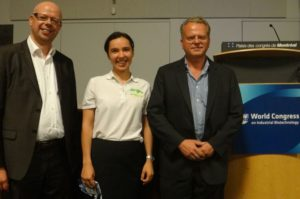 From left to right: Ignaas Caryn (Director of Innovation at KLM), Stefaniya Becking (Advanced Biofuels USA), Luuk A.M. van der Wielen (Professor at Delft University of Technology)