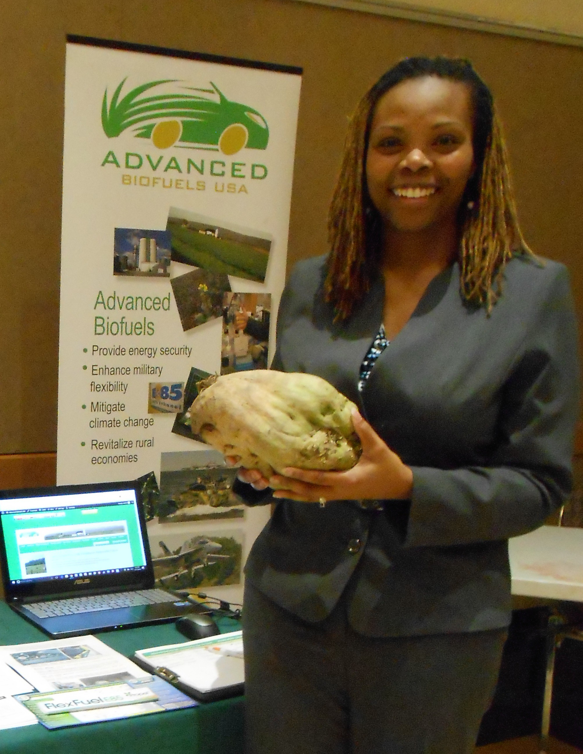 small-farm-conf-2016-letitia-holding-beet-cropped
